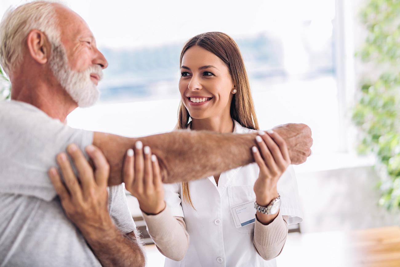 Gran-experiencia-en-personas-mayores-realiza-tratamientos